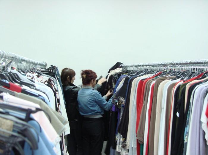 Продажа стоковой одежды