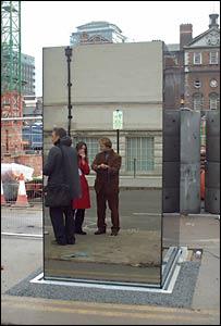 1357230813_fotografii-zerkalnogo-tualeta-v-londone