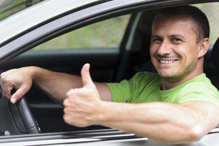 Водитель легкового автомобиля